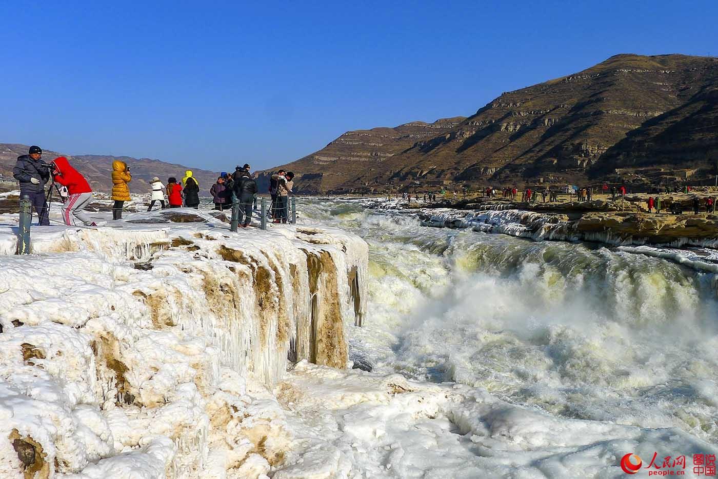 秋看红叶冬看冰   黄河壶口瀑布美丽壮观的冰瀑冰挂(组图)
