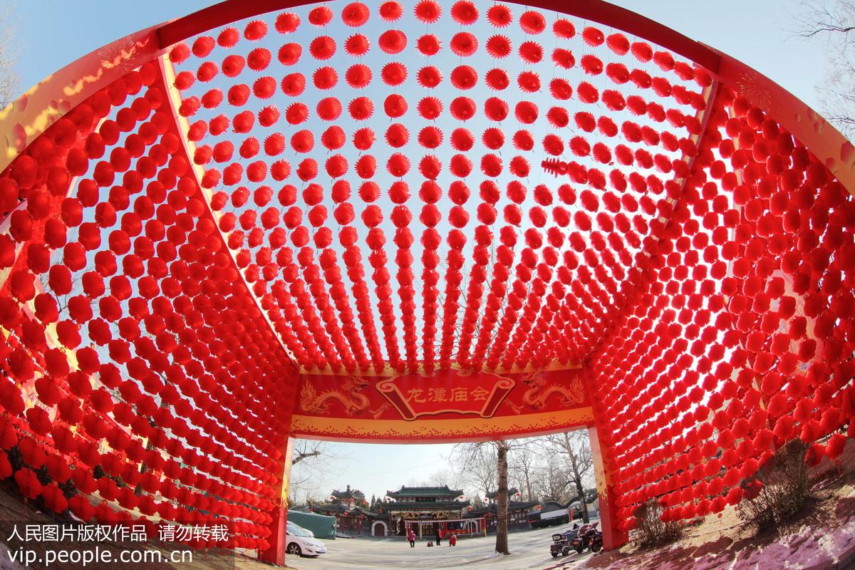 北京:春节庙会装扮红火迎新春