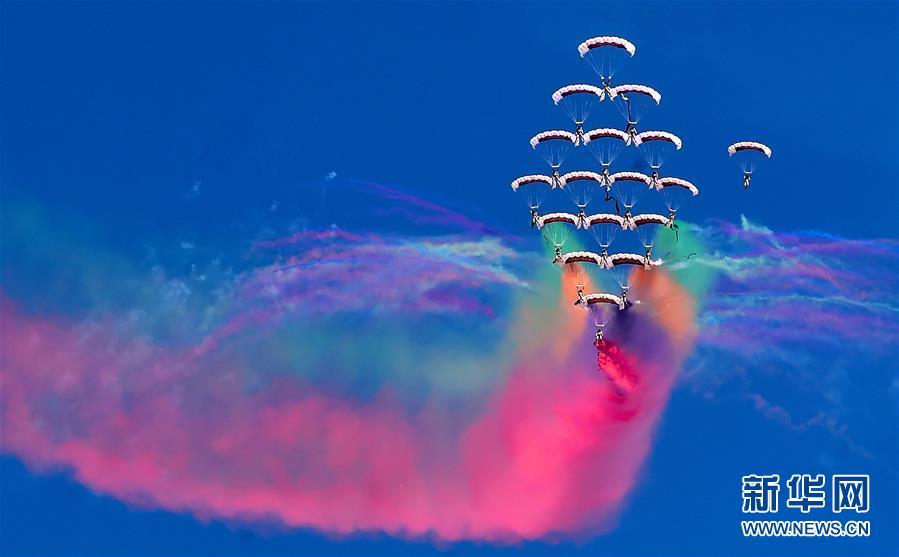 科威特举办第二届航空展  展出70多架先进飞机
