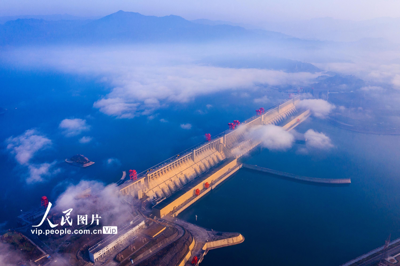 """长江三峡大坝增加发电量 助力战""""疫""""保生产"""
