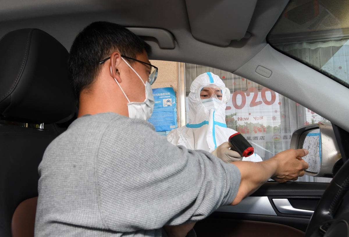 """探访北京""""自驾不下车""""核酸检测点"""